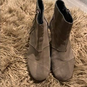 Very well loved Toms wedge booties